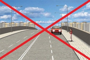 движение задним ходом на мосту запрещено