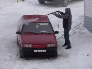 во дворе нельзя мыть машину