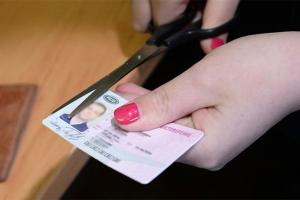 За алименты лишают водительских прав