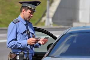 Могут ли сотрудники ГИБДД останавливать автомобиль и проверять документы вне стационарного поста