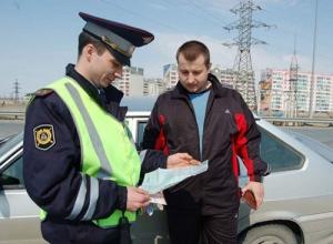 Инспектор имеет право предложить автомобилисту выйти из автотранспортного средства