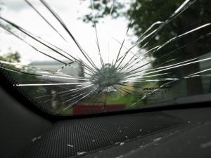Техосмотр с трещиной на лобовом стекле