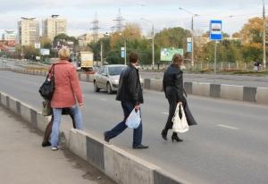 Разрешено ли переходить дорогу вне пешеходного перехода