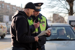У иностранных граждан и лиц без гражданства (ЛБГ) инспектор проверяет